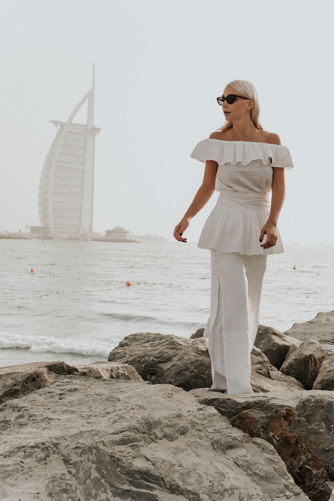 "INTERVIEW WITH SASKIA ""THE PROFASHIONAL"" STYLIST about Fácil Blanco white linen"