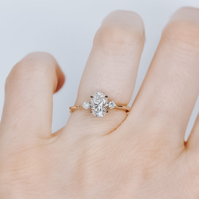 *In Stock* Avea 1.00ct carat Oval Cut Moissanite Engagement Ring