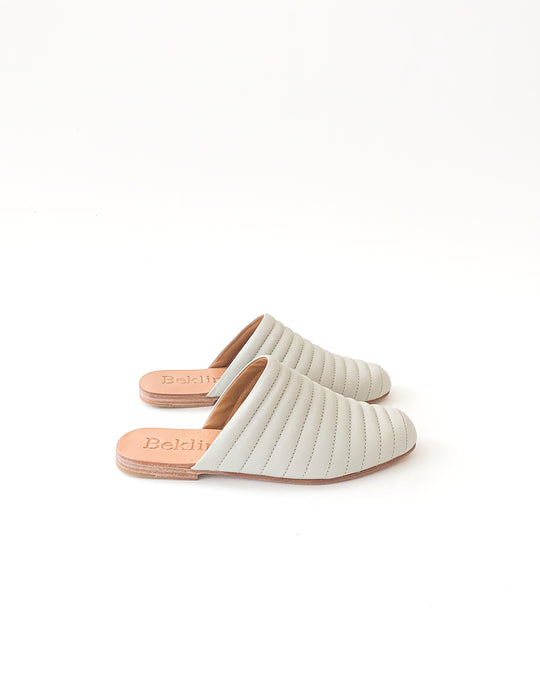 Ribbed Flat in Soft Grey