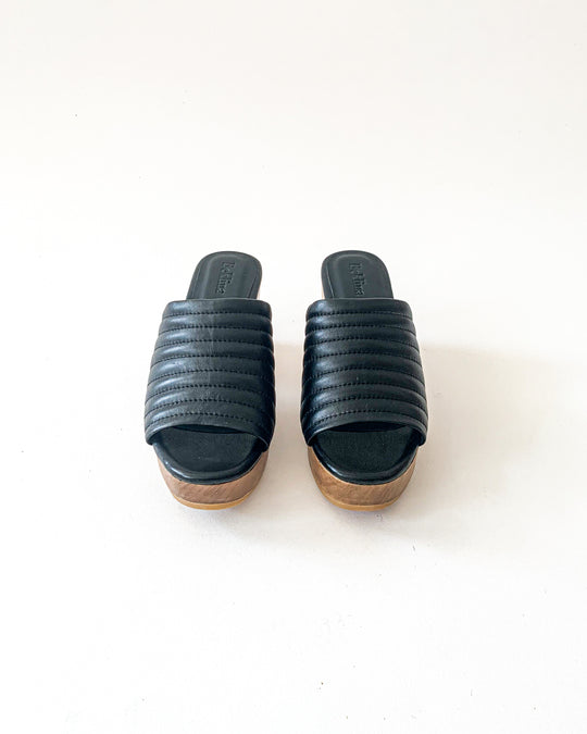 Ribbed Open Toe Clog in Black