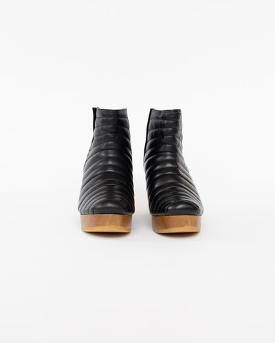 Ribbed Clog Boot in Black