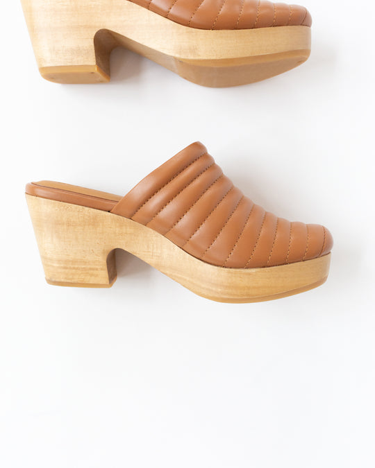 Ribbed Clog in Dry Clay