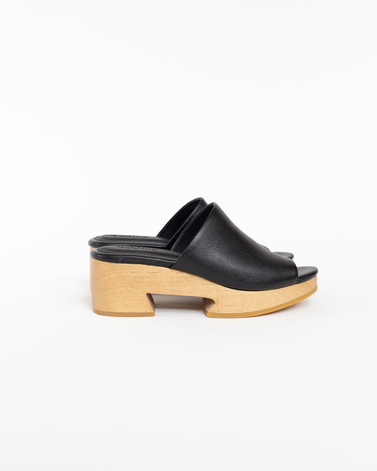 Tétouan Clog Slides in Black