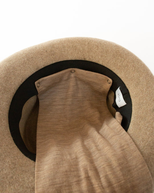 Gambler Hat with Neck Scarf in Camel Salome