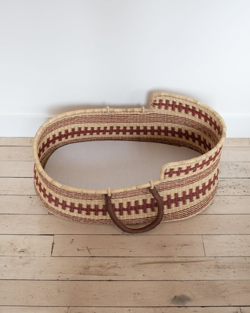 Moses Basket in Brown Tooth