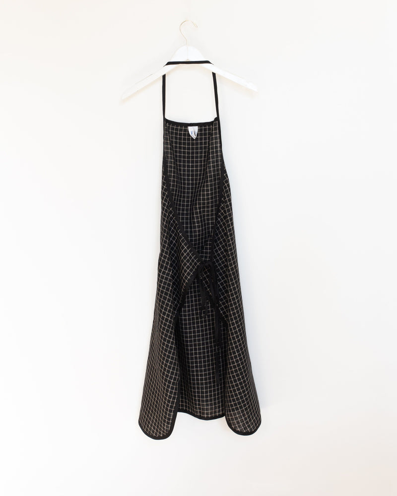 Linen Piping Apron in Black Plaid