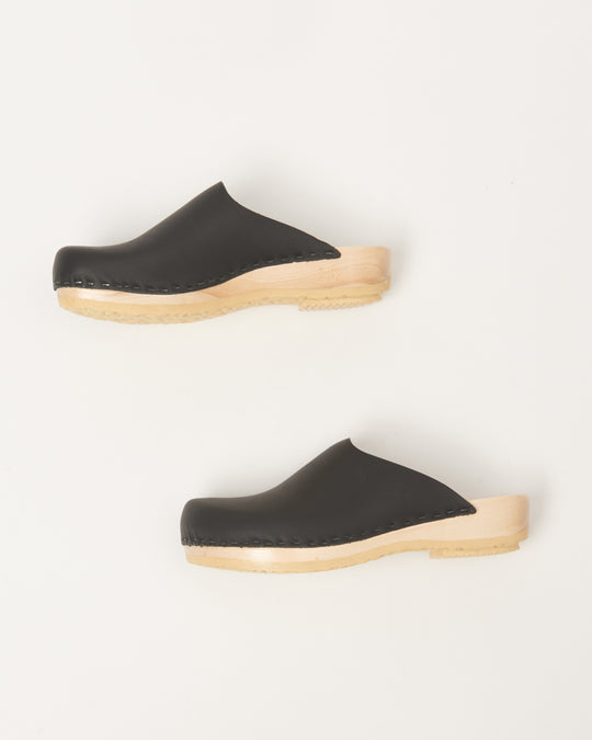 Contour Clog on Flat Base in Black