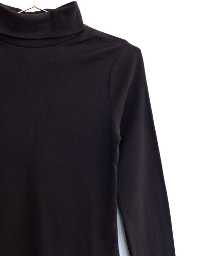 Classic Turtleneck in Onyx