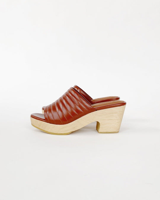 Ribbed Open Toe Clog in Wet Clay