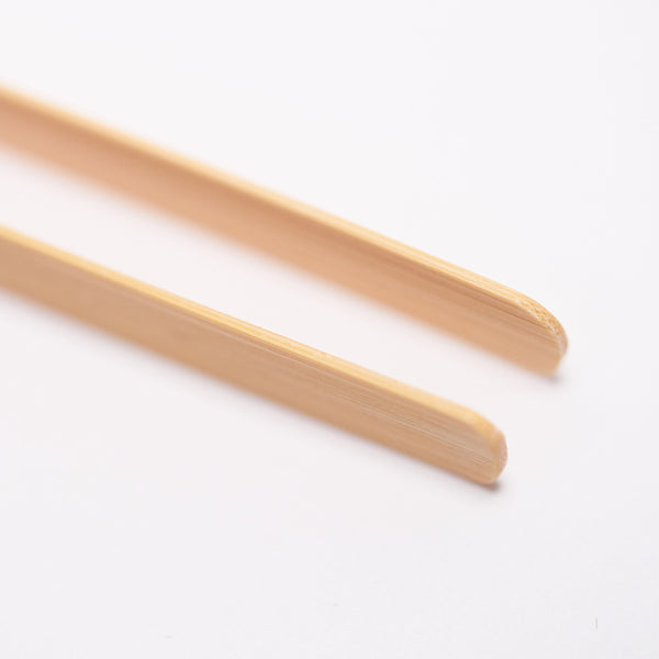 Artisan bamboo tweezer for handling gold and silver leaf - Original Artisan Gold - close up on 1mm fine-point tip