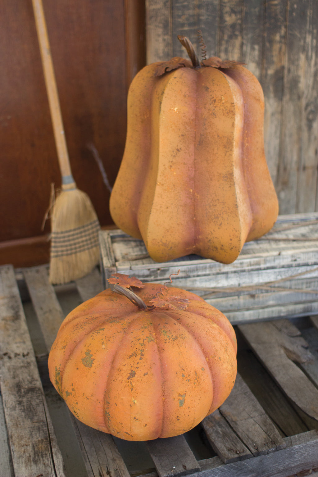 ORANGE RUSTIC METAL ROUND PUMPKIN