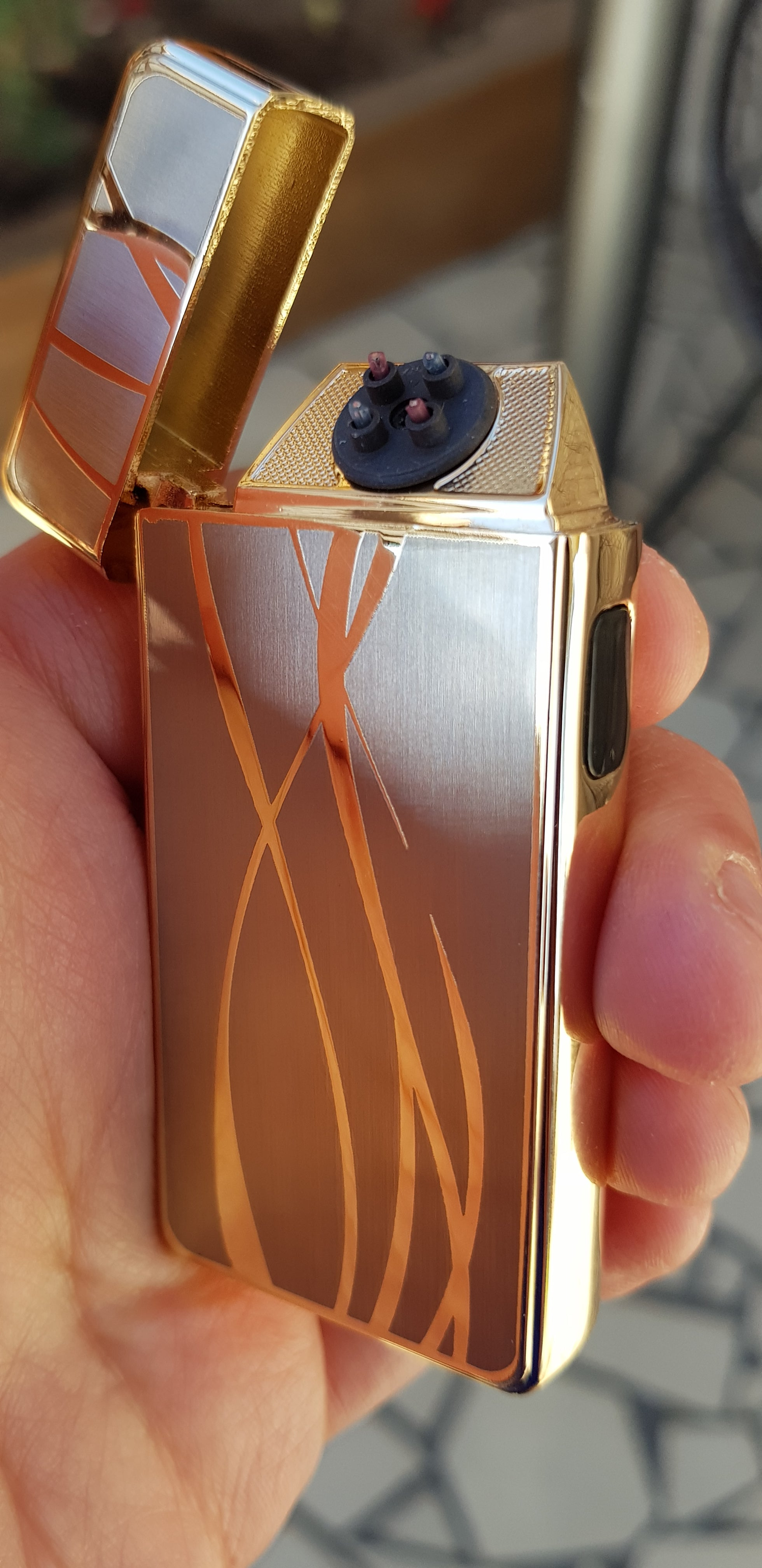 Gold Sway Signature Dual Arc Lighter