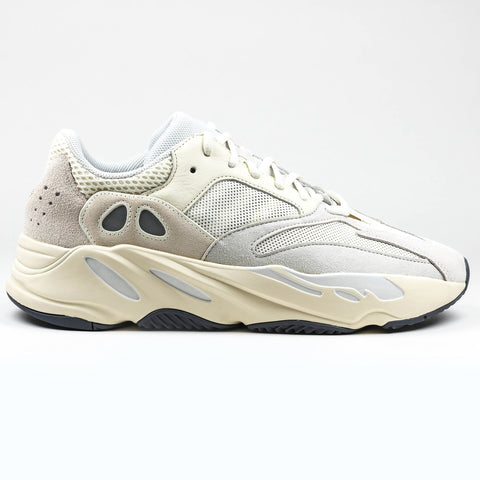 Yeezy 700 Boost Analog