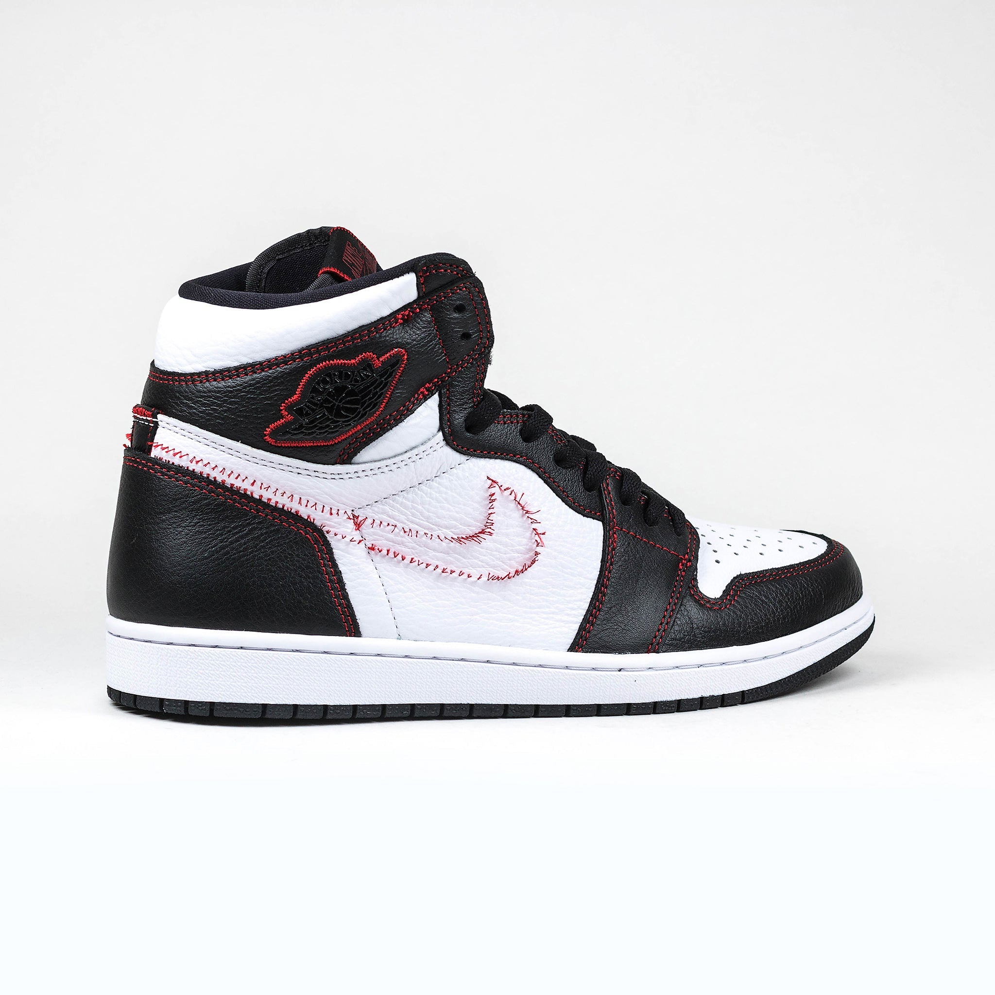 separation shoes 05e86 99813 Nike Air Jordan 1 Retro High Defiant White Black Gym Red