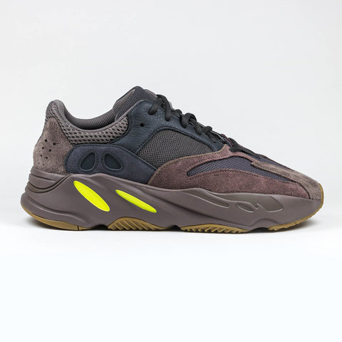 finest selection 5066c 1ae34 Yeezy Boost 700 Mauve Runner