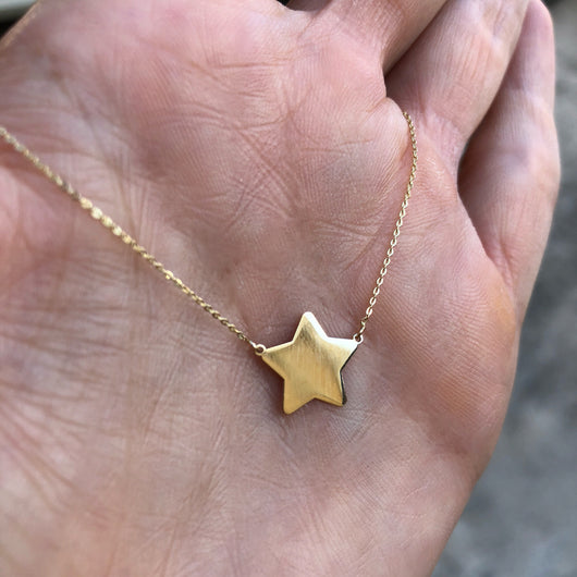 Single Star Necklace Yellow Gold