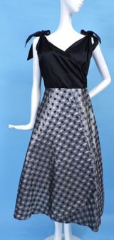 1950'S SATIN & POLKA DOT SHINING SILVER LAME PARTY DRESS W BOW SHOULDERS