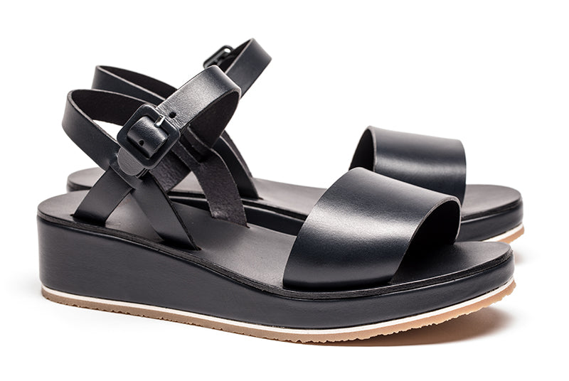 Leather sandals for women in navy blue