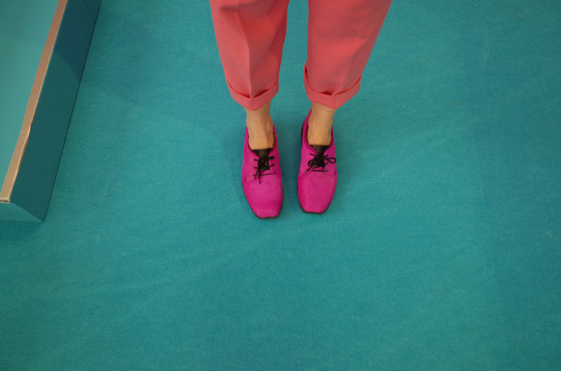 Green blue carpet floor with pink trousers and pink tracey neuls dean shoes annie ridout stylist live