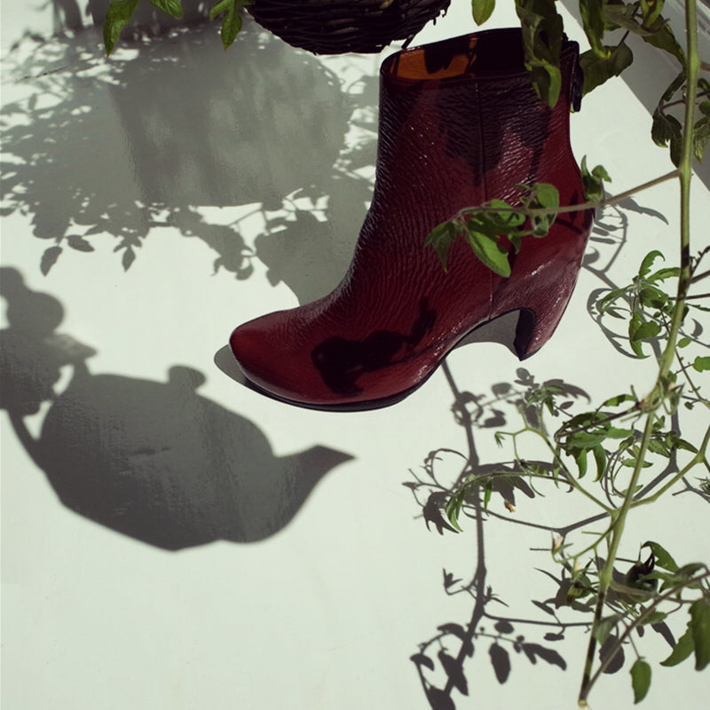 Ret boot with shadows from plants