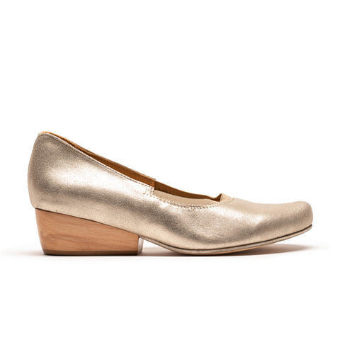 IZZY Women's Gold Leather Block Heel Pump | Tracey Neuls