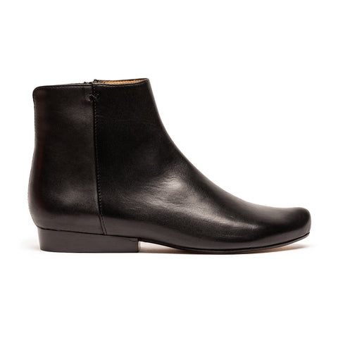 A Classic black leather boot for women by designer Tracey Neuls