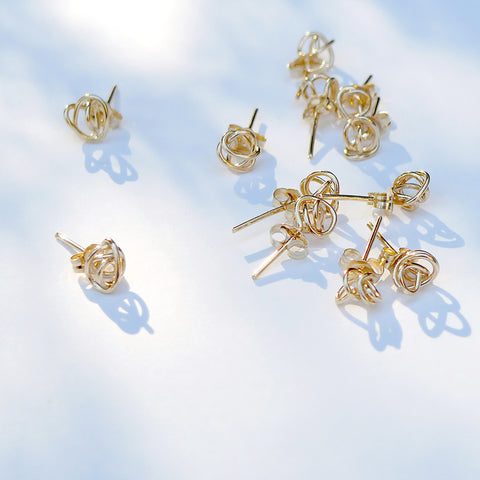 Vintage Jewellery from Canadian Artist Kara Hamilton. These Hand-Crafted Gold and Silver Knots Are Both Simple and Timeless.