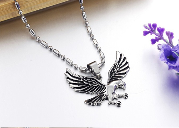 Eagle pendant necklace