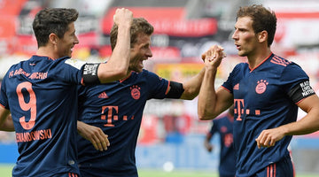Robert Lewandowski hits 30-goal mark as Bayern Munich thrash Bayer Leverkusen