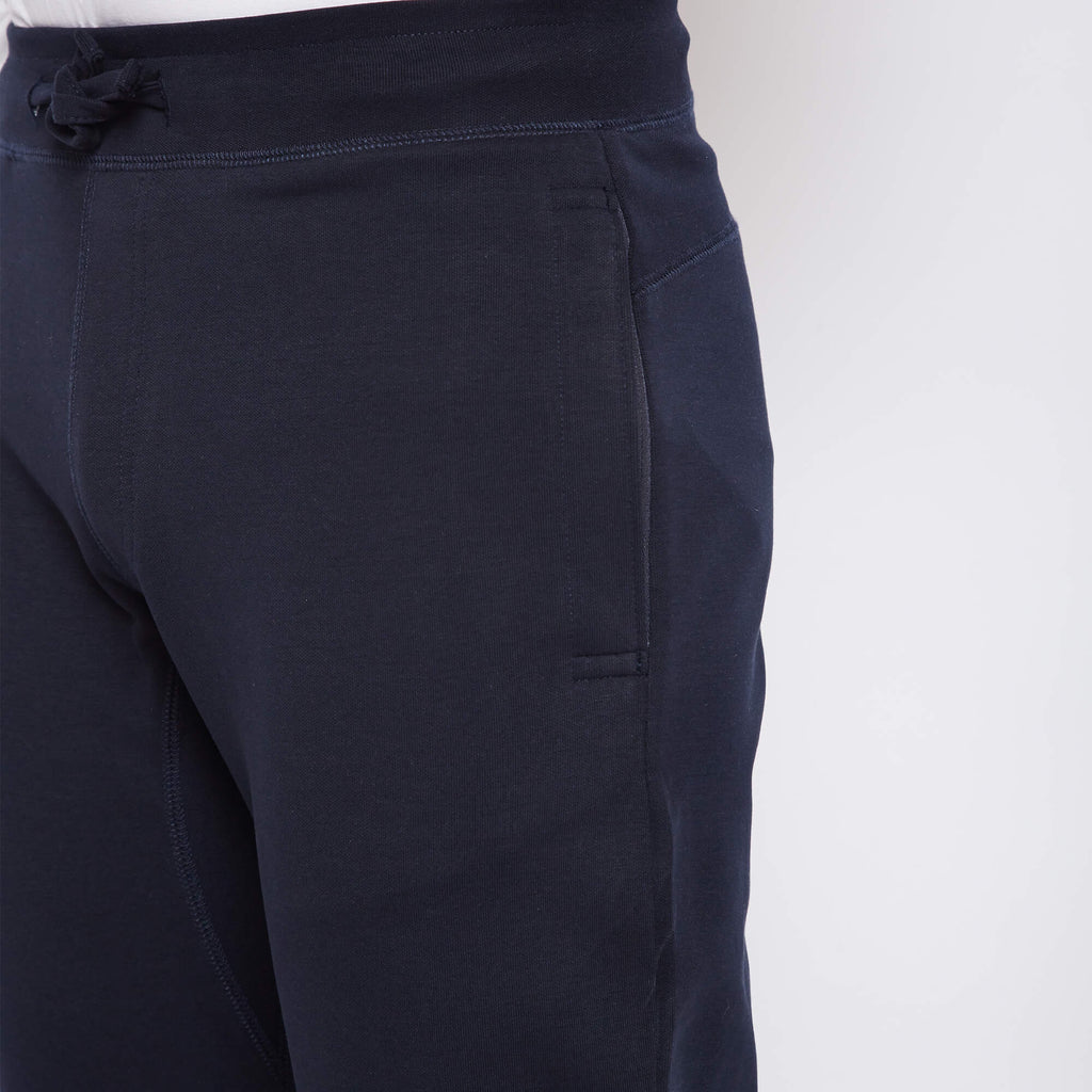Dark blue premium cotton joggers with super stretch, hydrophobic finish makes it water-based stain repellent and odour free, from Turms. With zipper pockets.