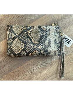 Go-to Clutch in Neutral Snakeskin