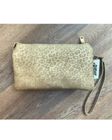 Go-to Clutch in Gold Cheetah