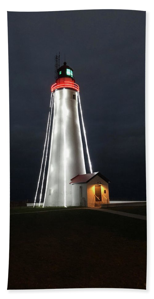 Fort Gratiot Lighthouse At Christmas - Beach Towel