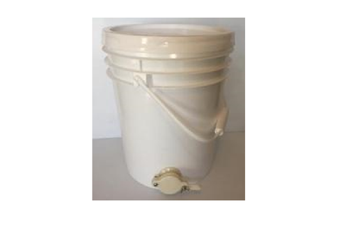 5 Gallon Plastic Bucket with Gate