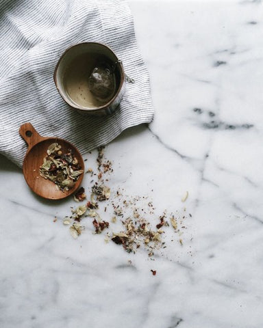 loose leaf herbal tea on the marble in wooden plate