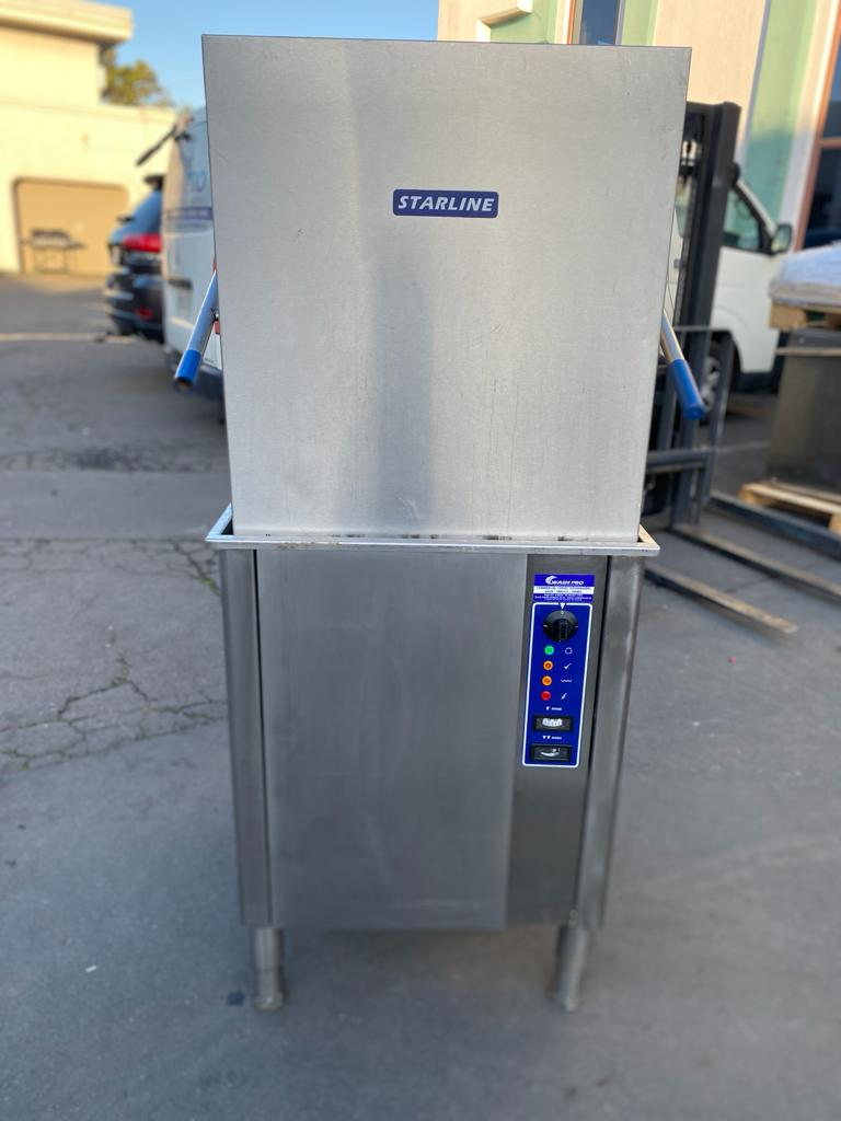 APS268 Starline M2 Commercial Dishwasher Excellent conditioned and fully serviced