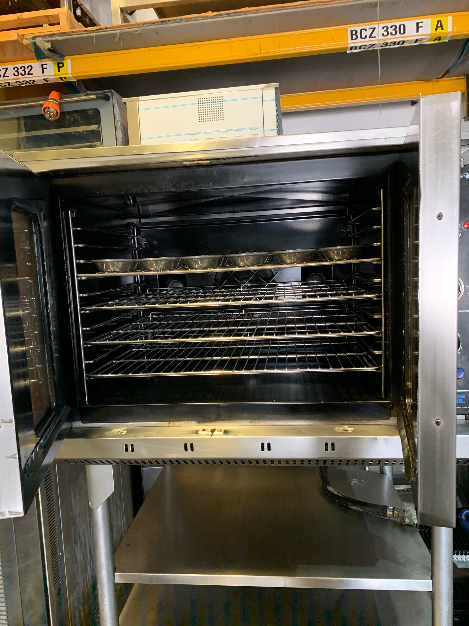 APS374 BLUE SEAL TURBOFAN 5TRYS ELECTRIC, PLG, TOWN GAS, NATURAL GAS CONVECTION OVEN( BAKING AND ROASTING) WITH STAND AND WARRANTY - Washpro