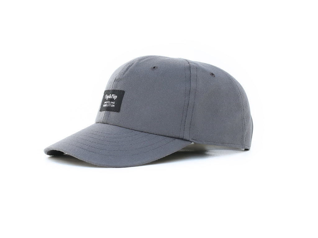 Gorra reciclada curva, color gris. Upcycled grey baseball cap