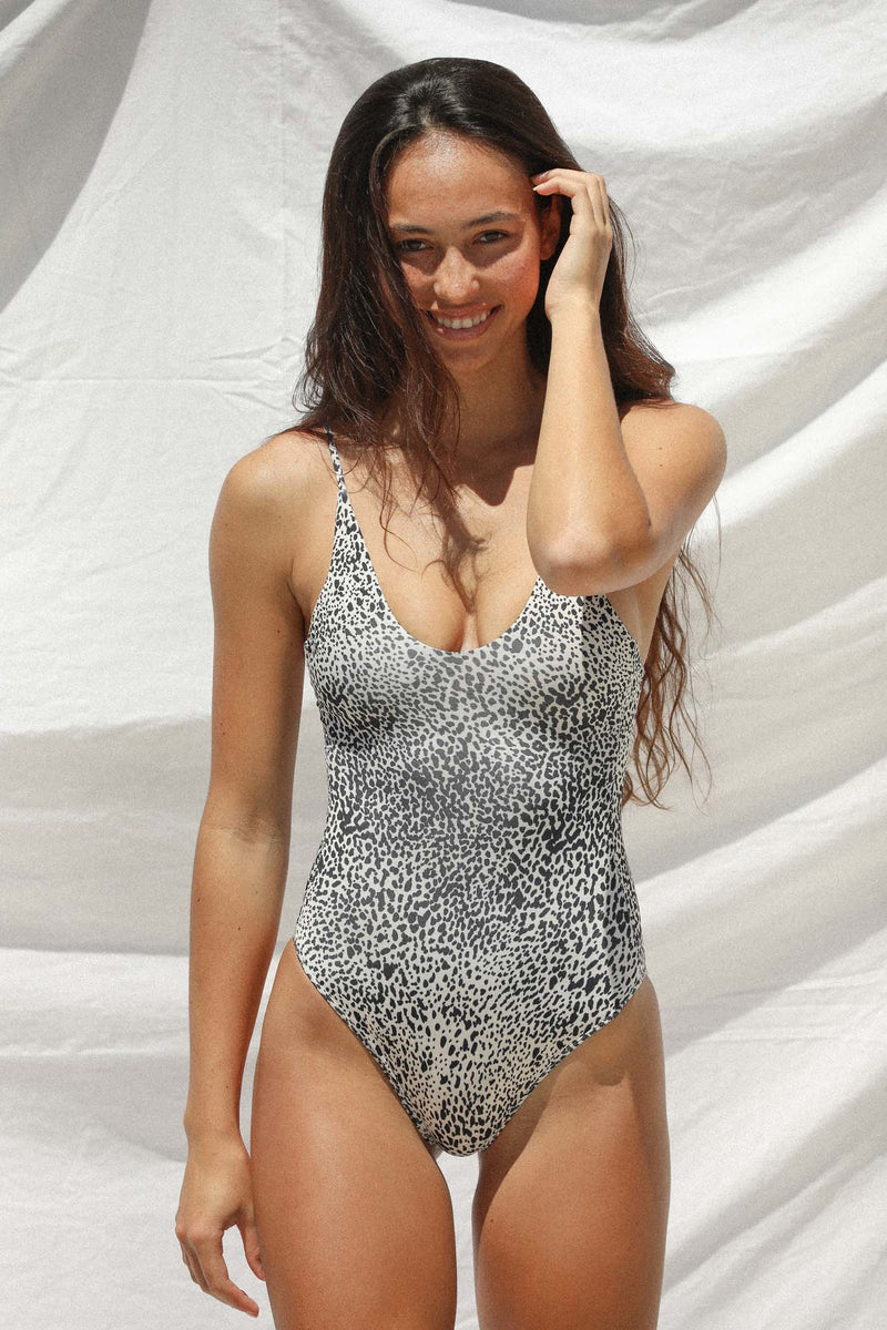 Etta One Piece (Snow Leopard)
