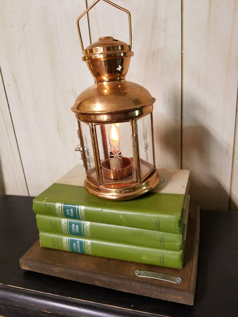 Library decor - Bookshelf lantern - Twisted Lighting