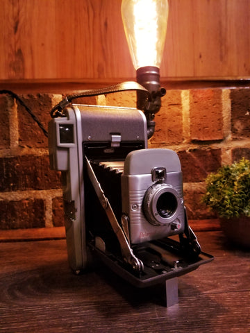 Camera : Small Polaroid accordion lamp - Twisted Lighting