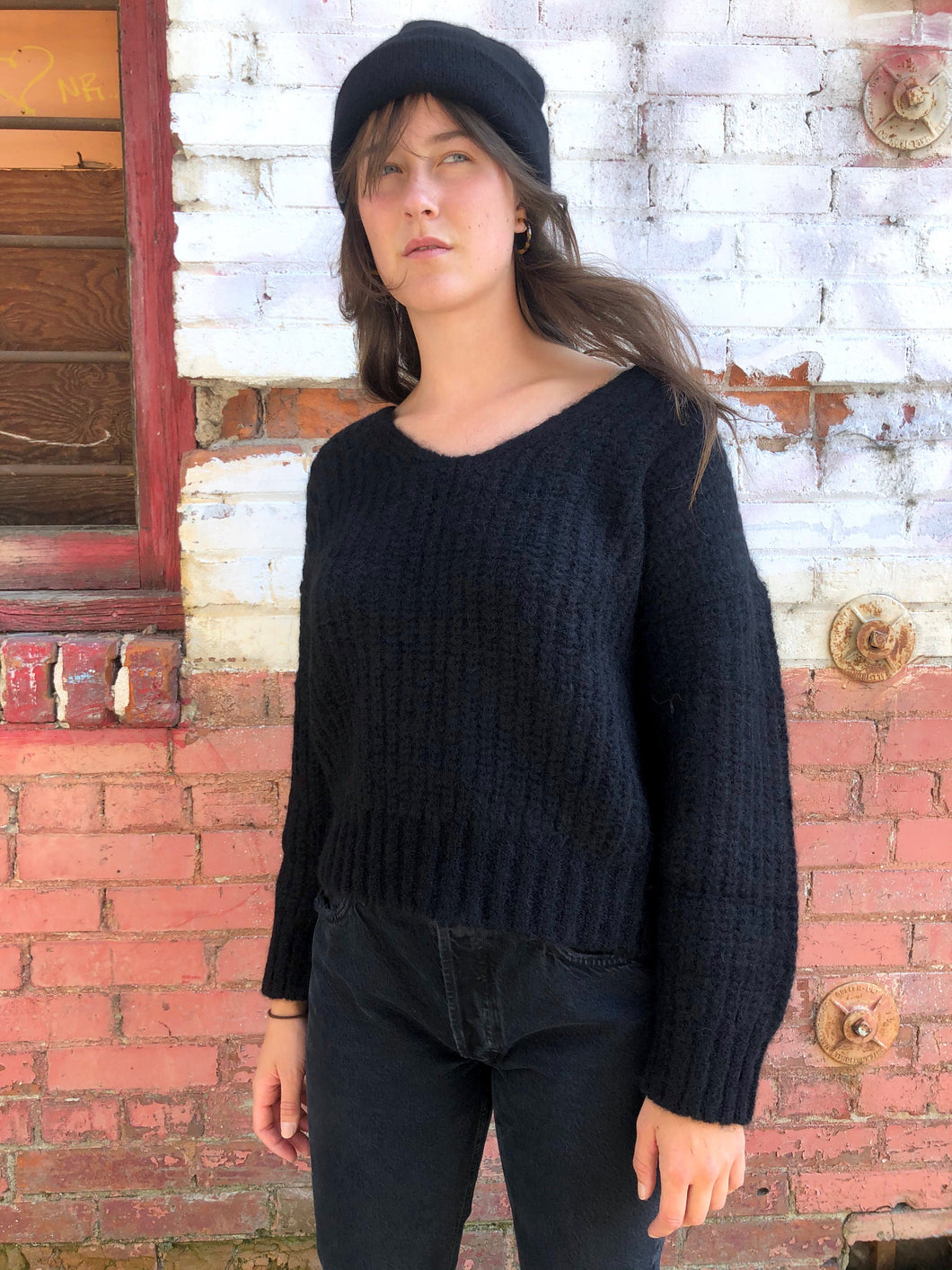 Bare Knitwear Layer V-Neck Sweater / Black