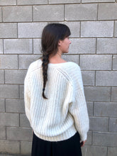 Bare Knitwear Layer V-Neck Sweater / Ivory
