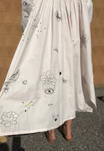 Mr.Larkin Nadine Embroidered Dress / Beige