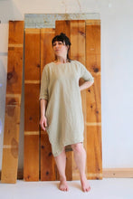 Black Crane Scallion Dress / Cement