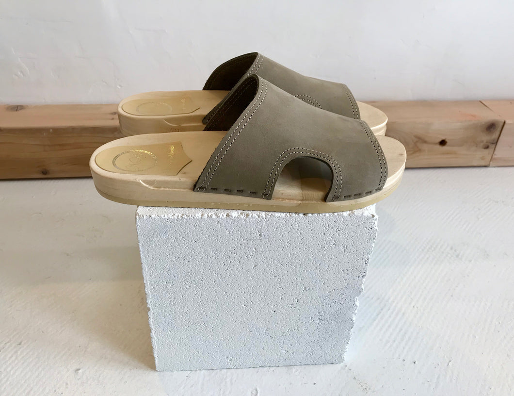 No.6 Alexis Cut Out Slide Flat Base / Cement