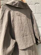 7115 by szeki Signature Linen Trench Duster / Moss