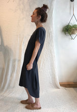 7115 by Szeki Signature T-Shirt Reversible Maxi / Raw Silk, Navy