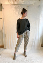 Black Crane Loose Pullover / Grey Green