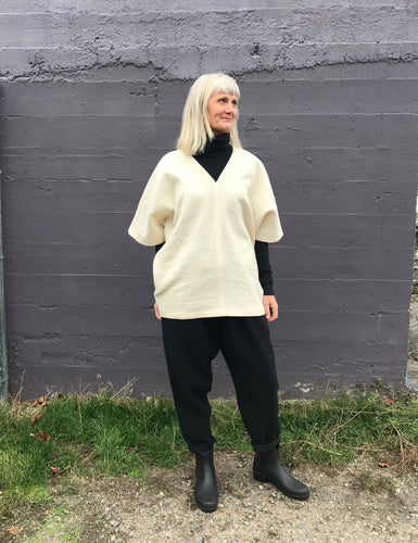 Black Crane Poncho / Natural